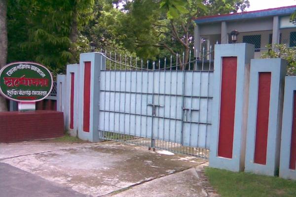 banglo-gate1EF88351-F69B-2648-CE54-A77D1F518EEA.jpg