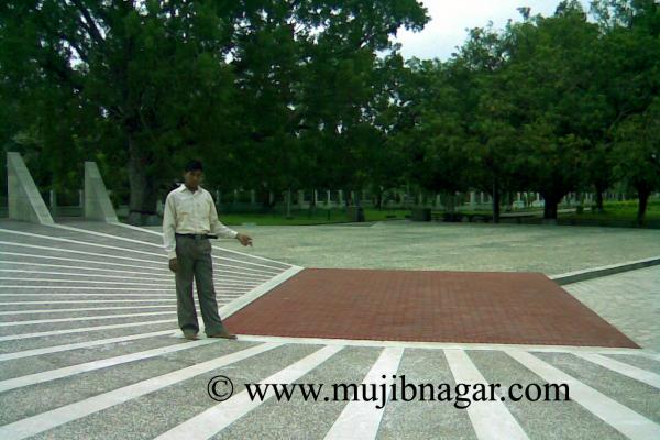 mujibnagar-memorial-monument-52D402F5B-8635-97CA-D5C4-34C3360CAD43.png
